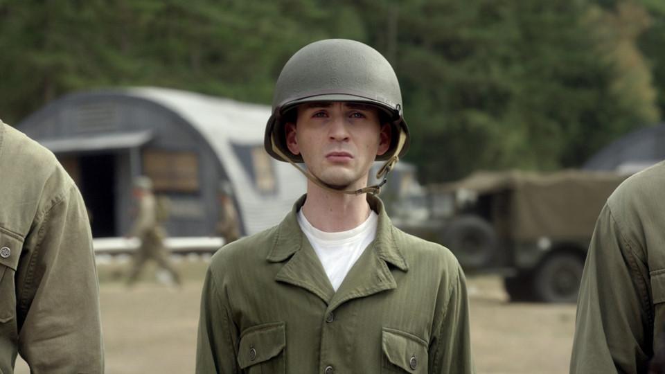 Steve bị từ chối không được tham gia vào quân đội do không đủ tiêu chuẩn về thể lực