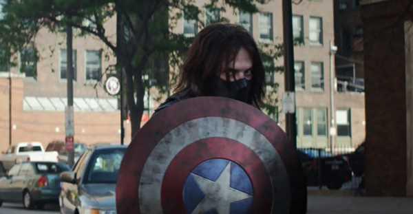 Winter Soldier sử dụng khiên của Captain