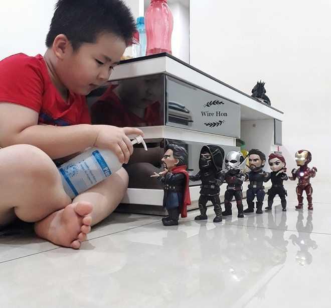 siêu anh hùng mùa dịch cũng phải rửa tay