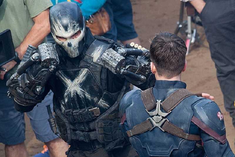 Captain và Crossbones